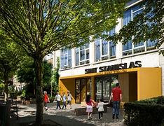 Aan de Keizershoevestraat komt de vernieuwde ingang tot het administratieve blok.