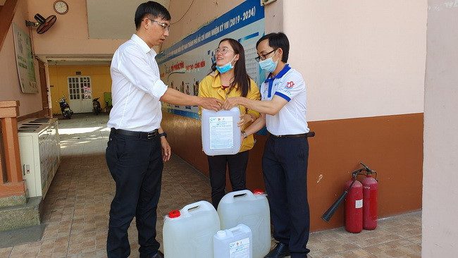 17,425 LITERS OF ELECTROLYZED WATER DELIVERED TO SCHOOLS IN VIETNAM TO COMBAT COVID-19
