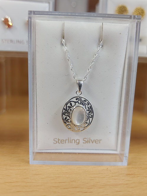 Oval clear gem pendant and chain. 925 silver.