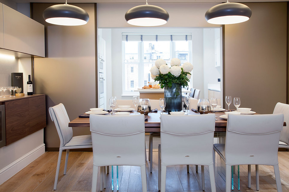 An interior desinged dinig room and apartment in Belgravia