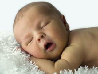 Quieres tener un bebé que duerma toda la noche del tirón ? Cómo educar el sueño