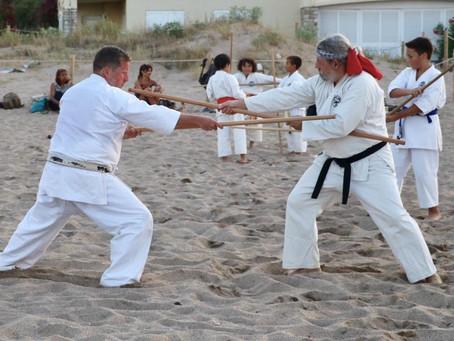 Karate und Kobudo Kinder-Training am Strand von Pals