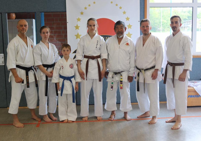 Emder trainierten mit japanischem Karate Großmeister Sadashige Kato