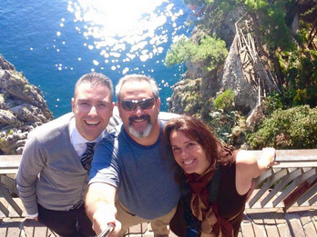 OUR DRIVER WITH HAPPY CLIENTS ON THE AMALFI COAST