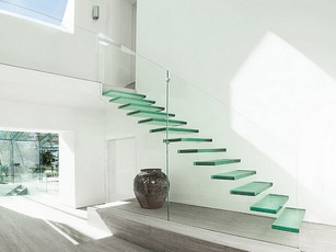 Por que inserir escadas de vidro nos seus projetos? Descubra agora 5 motivos!