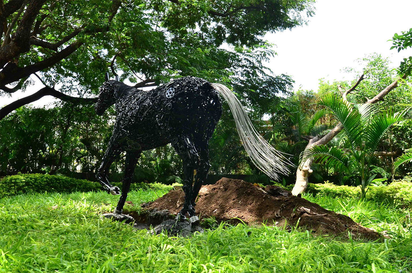 Welded Metal Horse Garden Sculpture