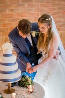 wedding-couple-cutting-cake.jpg