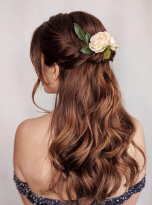 wavy-hair-with-flowers