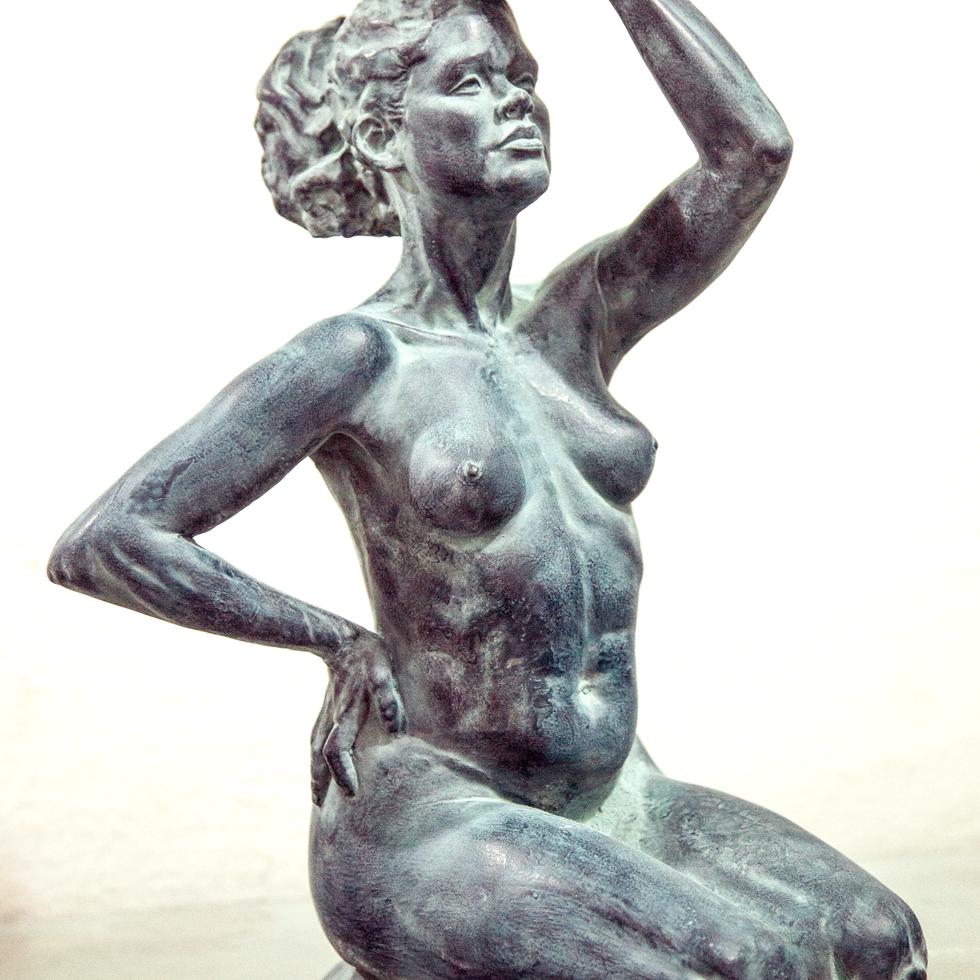 escultura . FERNANDO POLETTI . mulher e cumbuca
