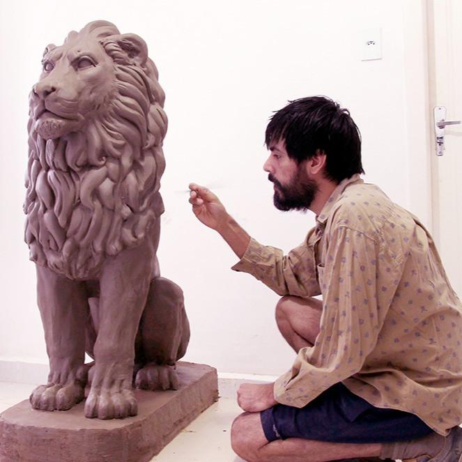 escultura . FERNANDO POLETTI . leão em tamanho natural