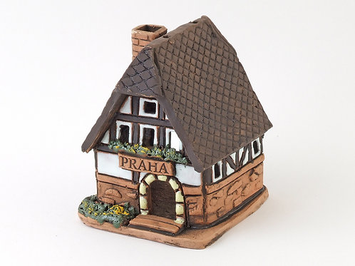 House candle holder /Oil Incense Burner Size: 7,5x7x8,5 cm.  SKU:33h-DTC-01
