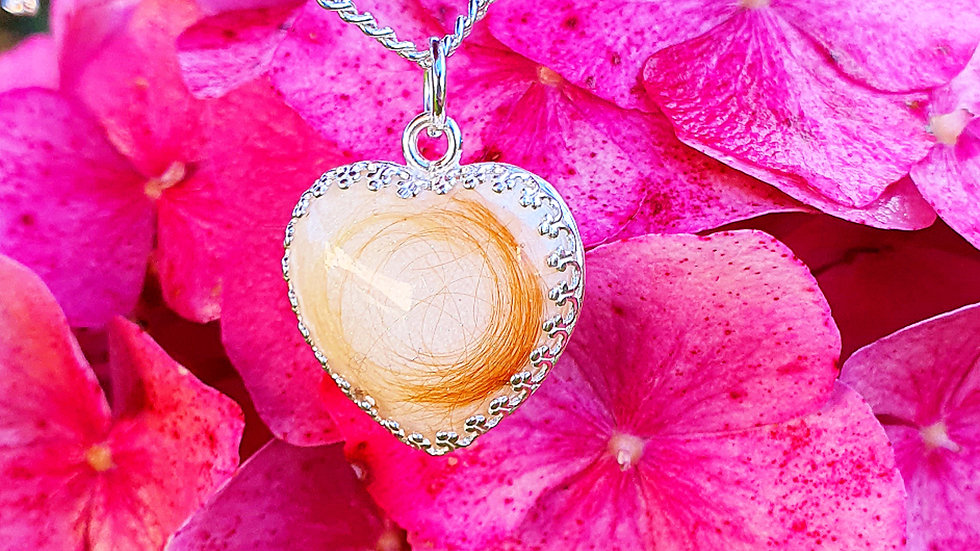 Breastmilk heart necklace with setting