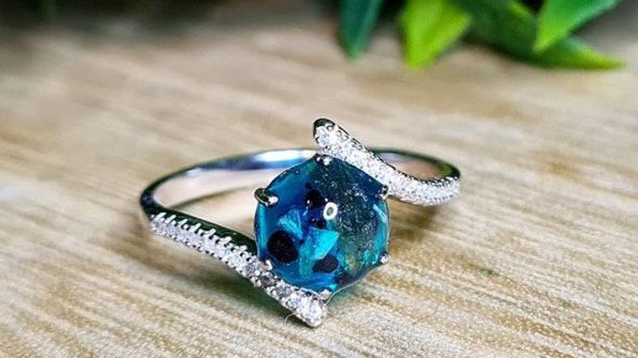 Curved diamante shoulder memorial ring