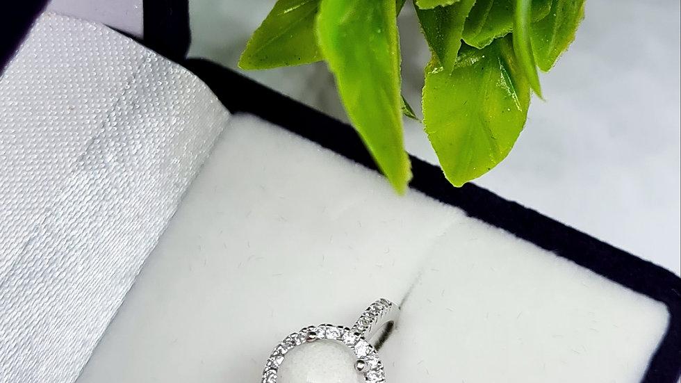 Memorial circle halo diamante ring