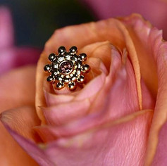 🌹 this soft rose colored Swarovski tuck
