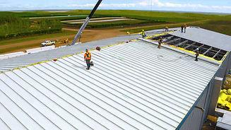 屋顶建设彩钢夹芯板.jpg