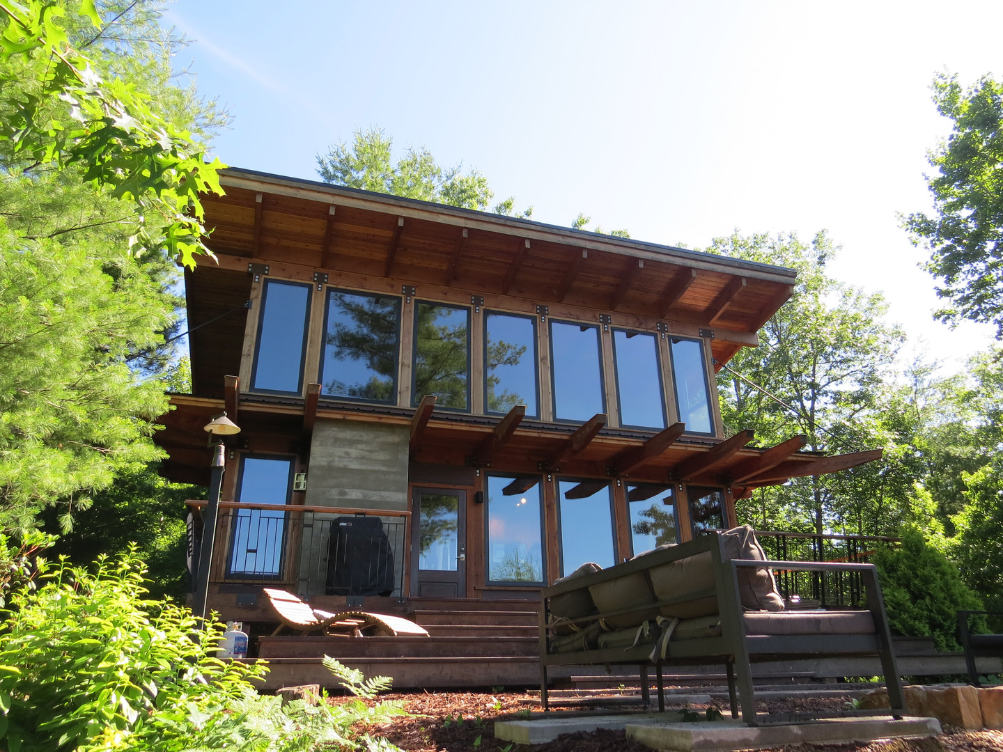 Tucked away and completely private, the Stecoah House modern cabin is a top choice in the area for enjoying the Great Smoky Mountains.