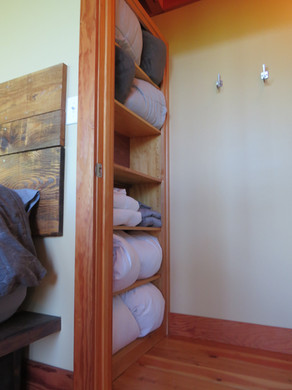 All linens, towels and pillows are provided for all three beds in the Stecoah House modern cabin.