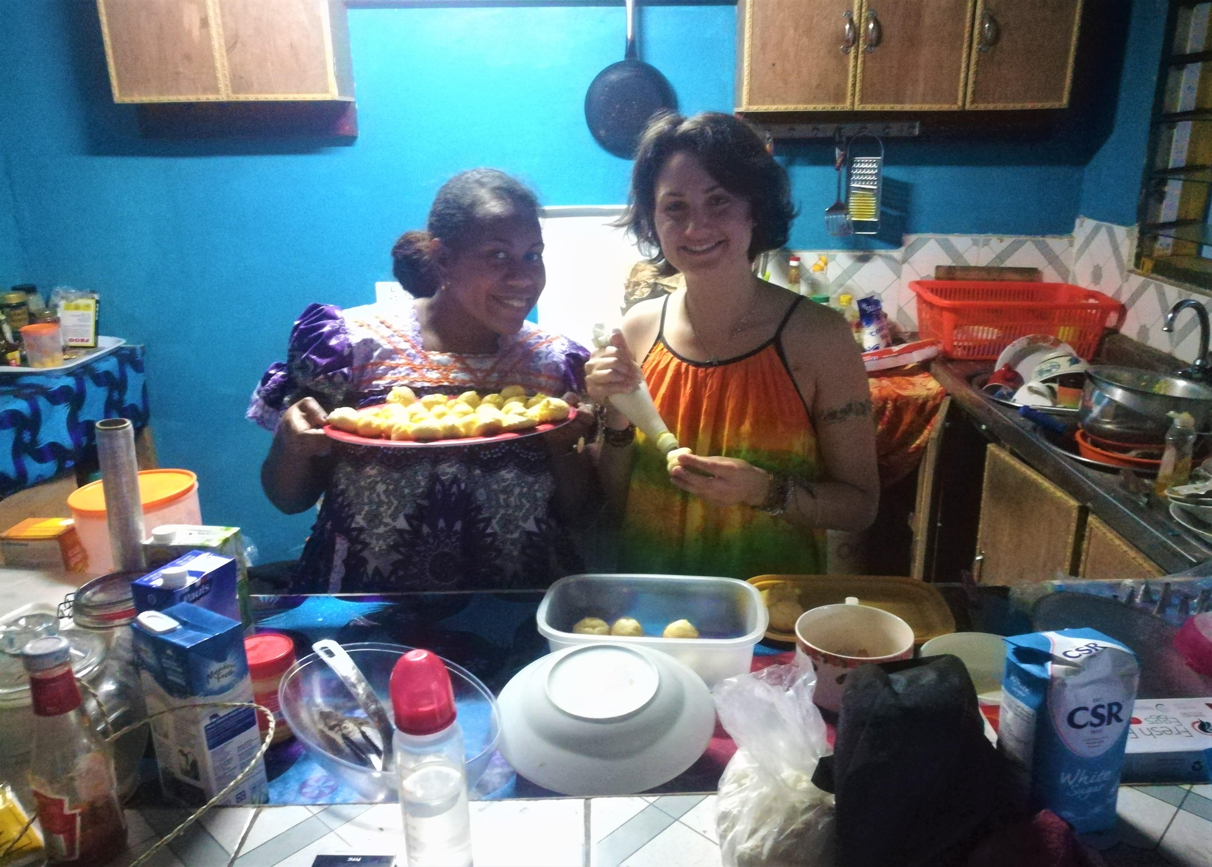 Atelier pâte à choux avec mon amie Rafia, à Mele, Vanuatu