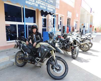 VISITANDO FEZ... con Lugares en moto