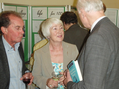 Sir Hugo (right) discusses the Centenary exhibition with John and Veronica Oliver of ABCA