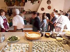 A busy cooking class
