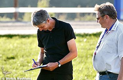 Markus beim Unterschreiben des Weltrekor