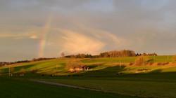 Ums Huus ume | Regenbogen
