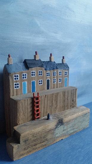 The rusty ladder           12cm(h)x14cm(w)x6cm(d)