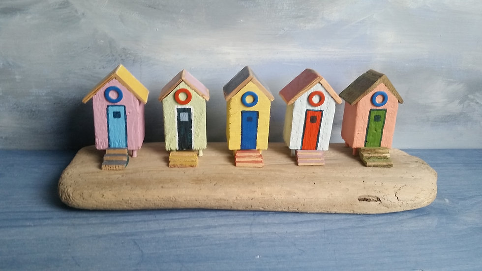 Beach Huts                    8cm(h)x28cm(w)x10cm(d)