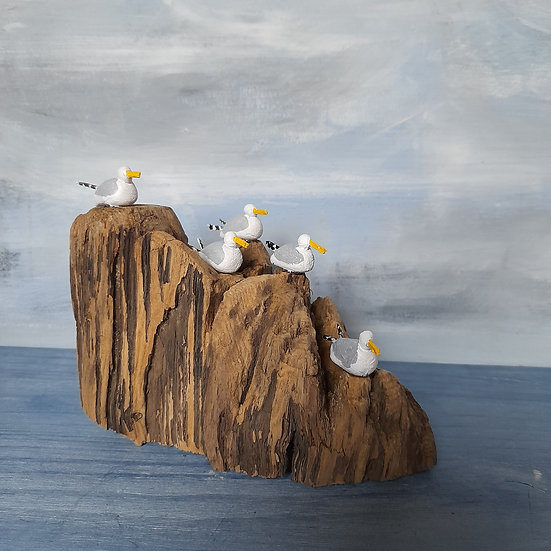 5 Gulls on Rocky Outcrop            11cm(h)x13cm(w)x7cm(d)