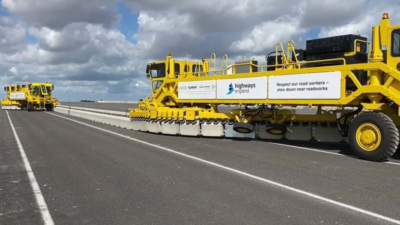 Highways England's 'zipper' machine that moves the Brock moveable concrete barrier in to place