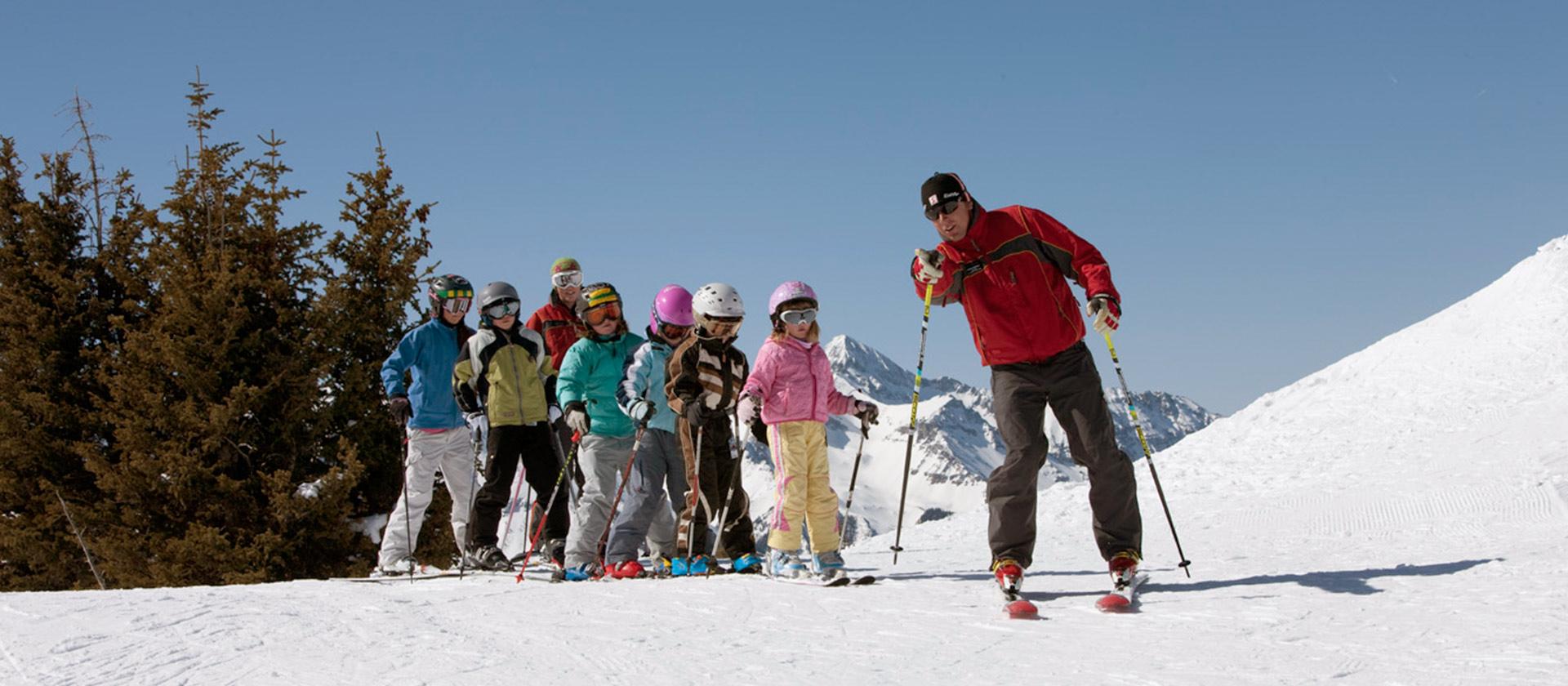 childrens-ski-school-1920x840-hero.jpg