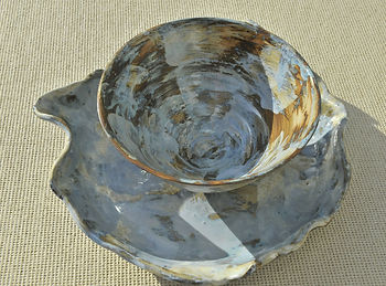 grand plat, emailler en greyx, oxyde metallique shun fer et chun cuivre.