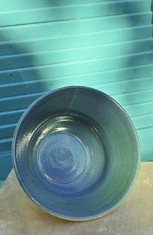 coupe saladier vert bleu fabriqué au tour emailler au pistollet et engobé, cuite au four électrique à 1000°