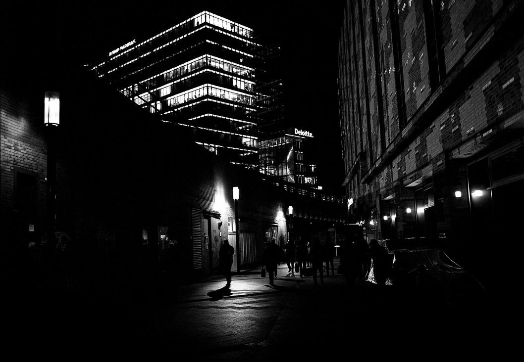 Berlin Gehweg at Nightime, 2017