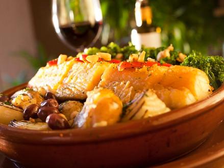 Sirvo bacalhau com vinho branco ou tinto?