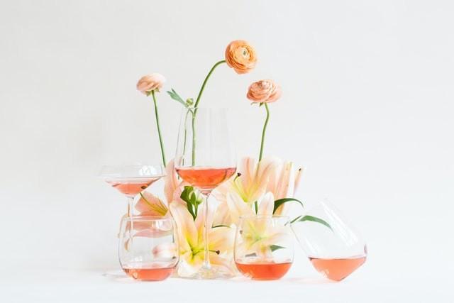 Aromas floram trazem frescor aos vinhos (Foto: Unsplash/ Aesop Wines)