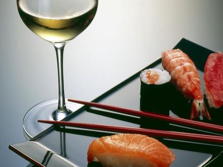 Vinho combina com comida japonesa?