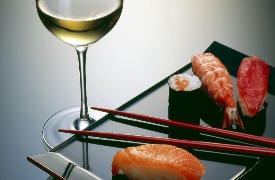 Sushi com vinho pode? Não só pode como deve! (Foto: Reprodução)
