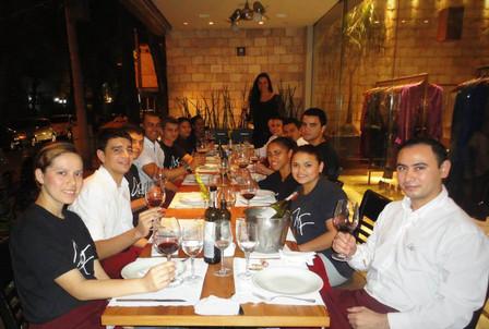 Treinamento de serviço de vinho para a equipe do Alessandro & Frederico do Leblon.