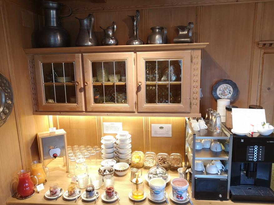 fruehstuecksbuffet_marmeladen_saefte_hau