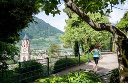 tappeinerweg_meran_kirchturm_kurstadt_pa