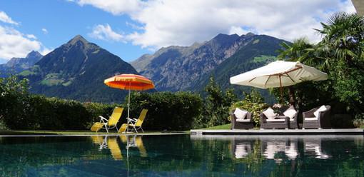 swimming pool_prairerhof_schenna_suedtirol_