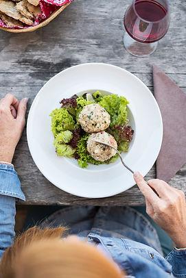 suedtiroler_knoedel_salat_kulinarik_regi