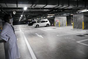 02.8.29十日町病院地下駐車場.jpg