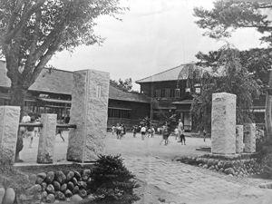 02.8.22昭和・下条小学校-校門.jpg