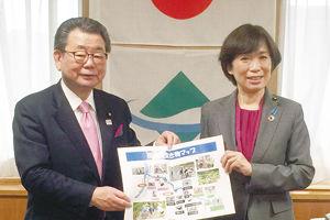 飛渡川リーフレット環境副大臣へ.jpg