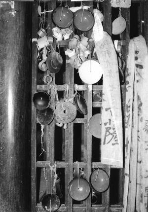 02.4.11今昔物語_白羽毛観音堂の奉納物_S45.jpg