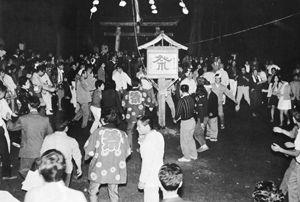02.8.29今昔物語_S46年09月_秋山郷の盆踊り.jpg
